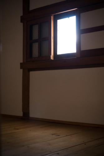 土蔵内窓の写真