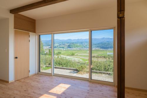 S邸リビング窓と収納