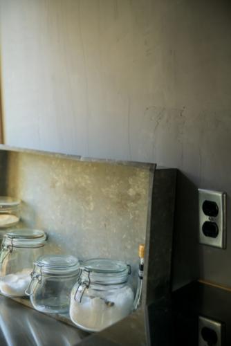 自邸キッチン漆喰2